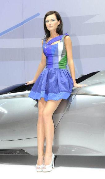 Mondial de l 39 auto 2012 paris hotesse photo salon auto for Salon de l auto de paris