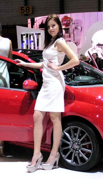 Salon de l 39 auto paris 2012 hotesses sexy photos septembre for Salon de l auto a paris